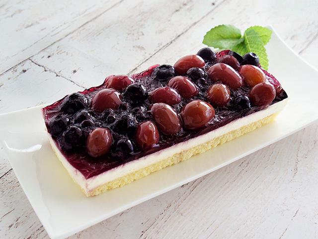 完熟ぶどうの贅沢レアチーズケーキ